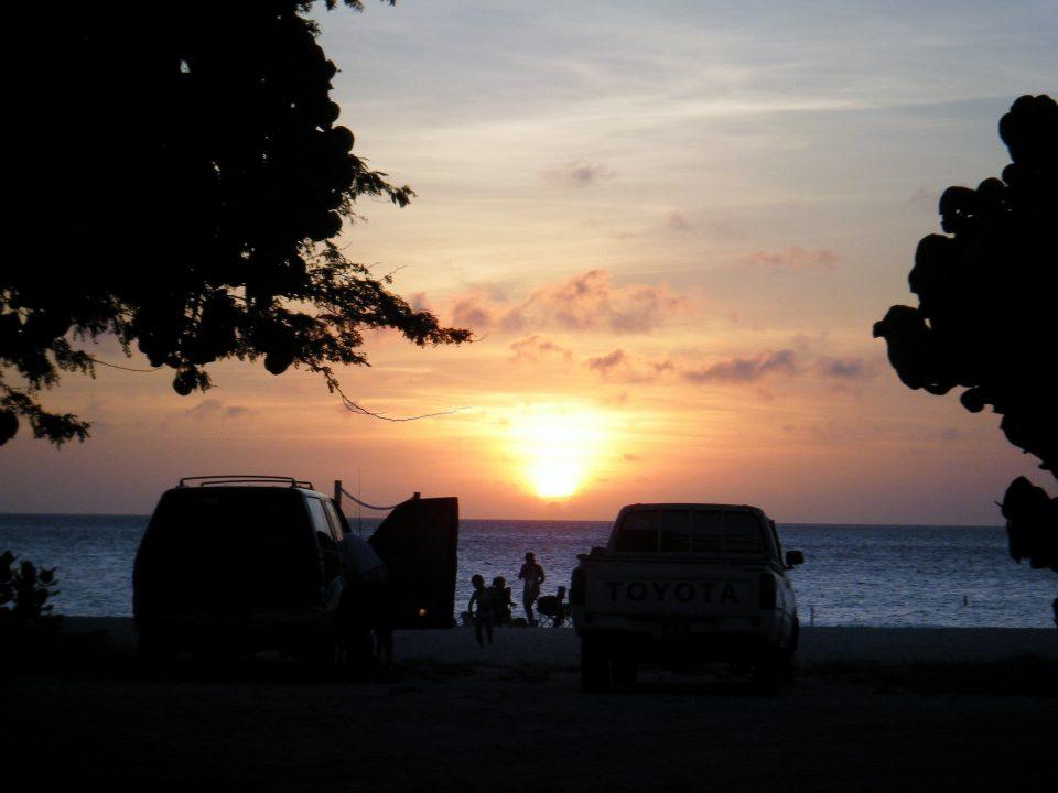 Sonnenuntergang mit Einheimischen
