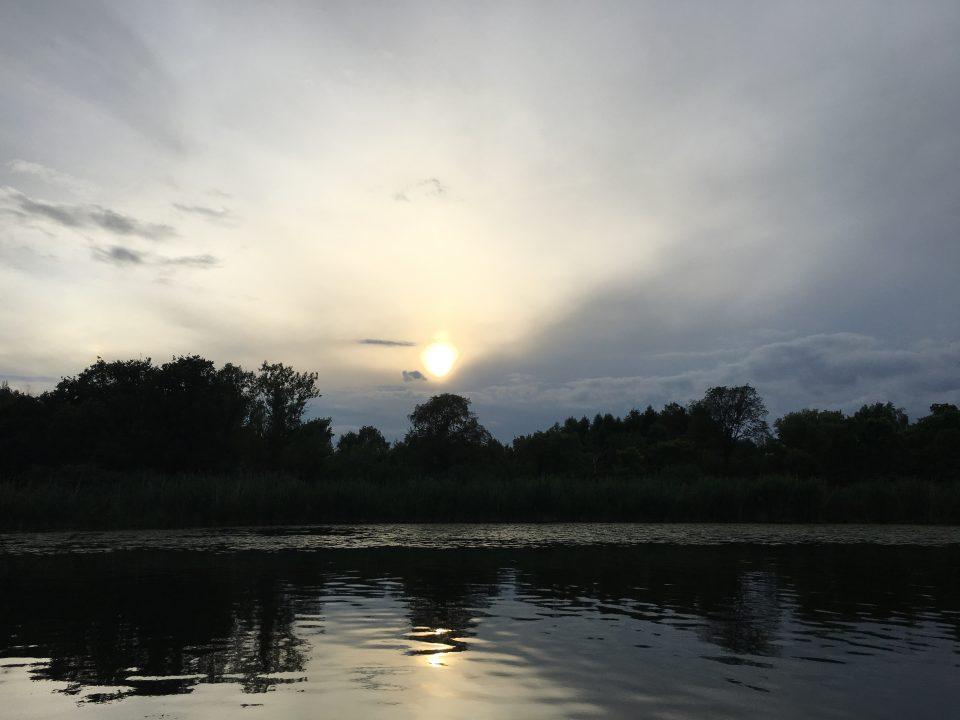 Sonnenuntergang mit Seerosen
