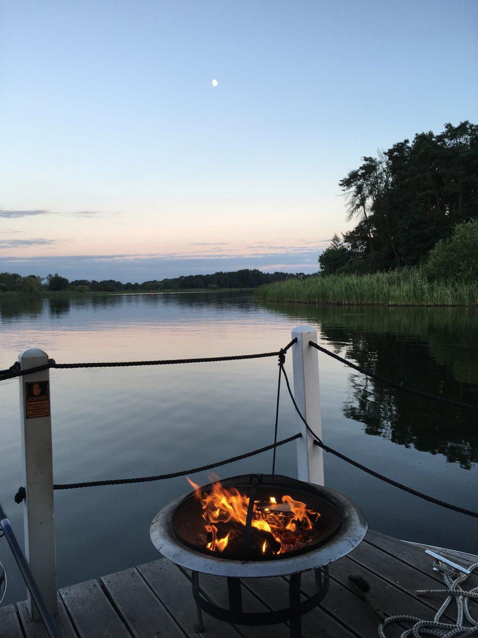 Grill auf Hausboot