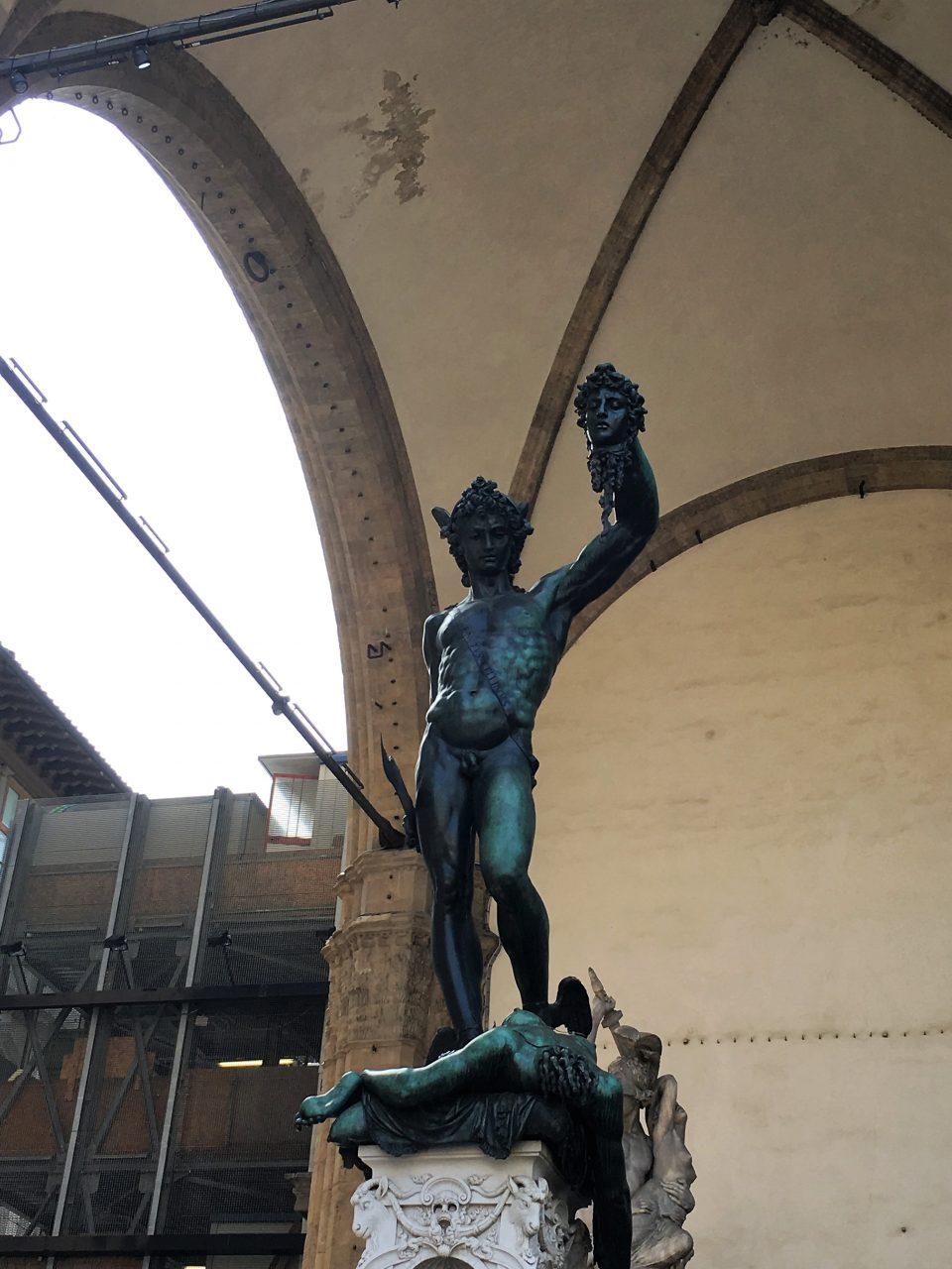 Herkules vor Rathaus von vorn
