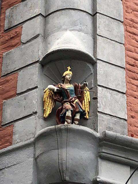 Goldener Engel Hauswand