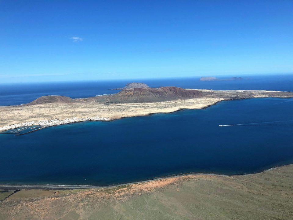 Ausblick von Mirador del Rio auf Lanzarote