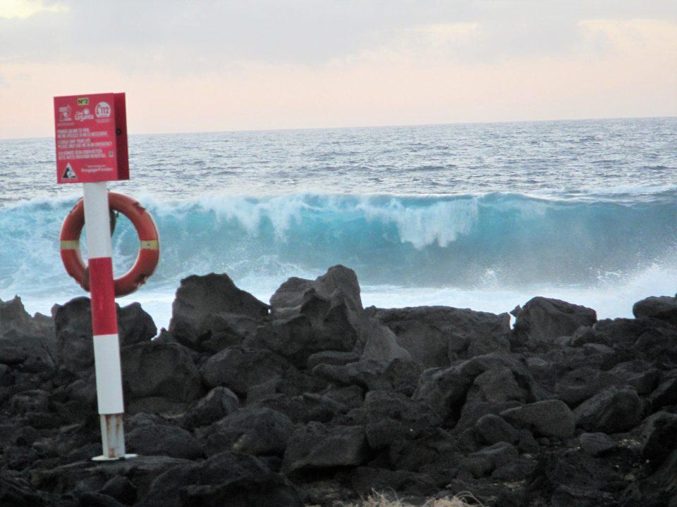 Rettungsring vor mega hoher Welle