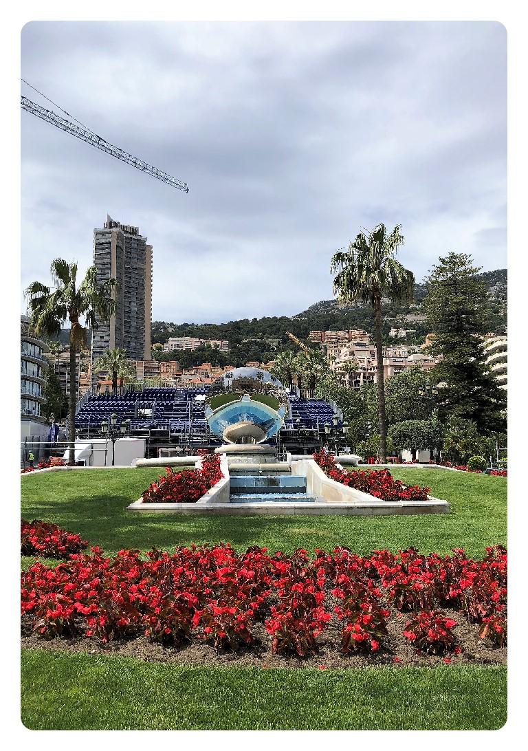 Casino Vorplatz auf de Rundgang durch Monaco