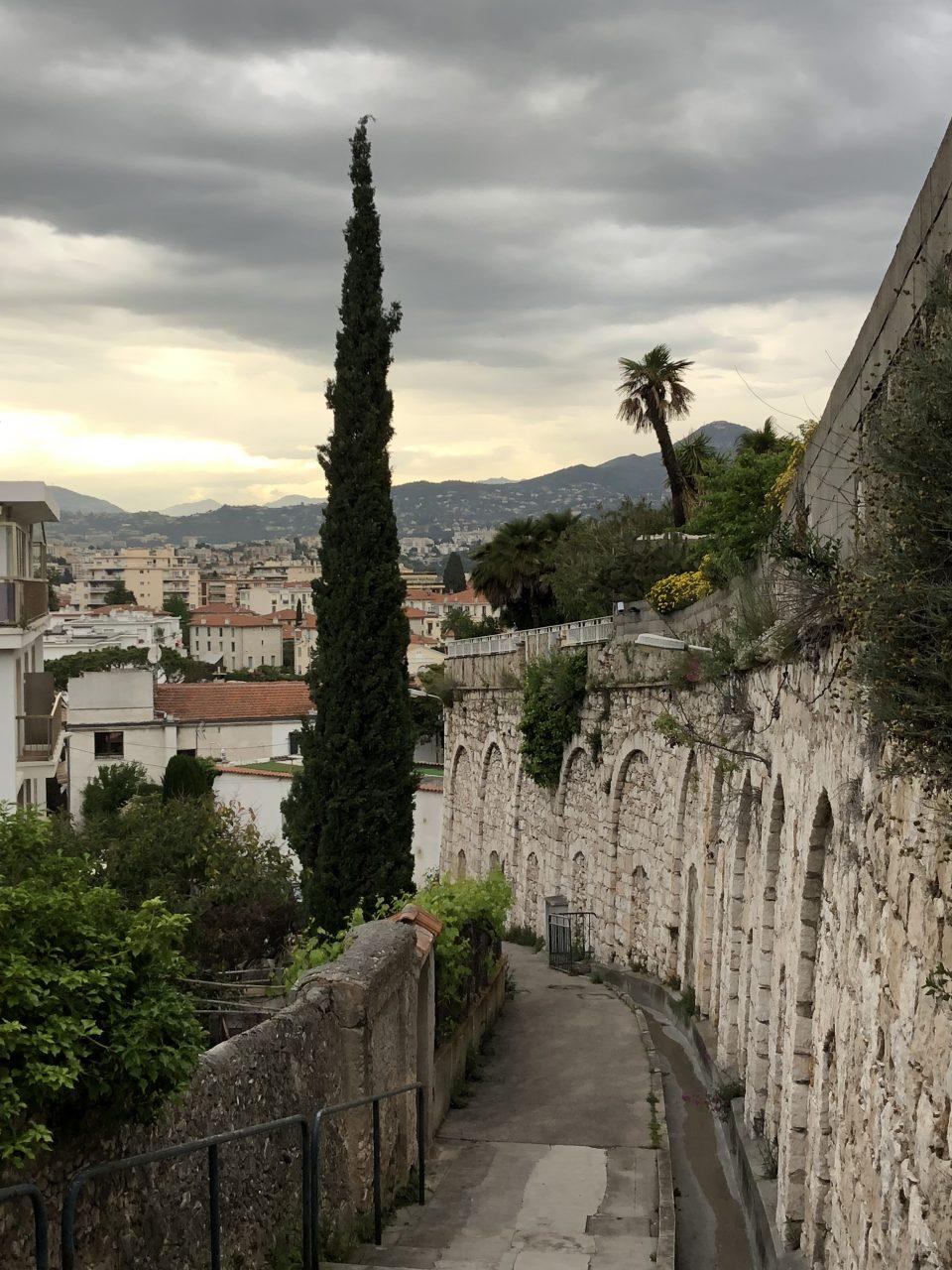 Gasse in NIzza Traumstadt an der Côte d'Azur