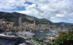 Hafen Stadt und Berge