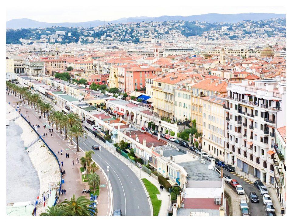 Ausblick auf die Promenade des Anglais und die Alstadt von Nizza