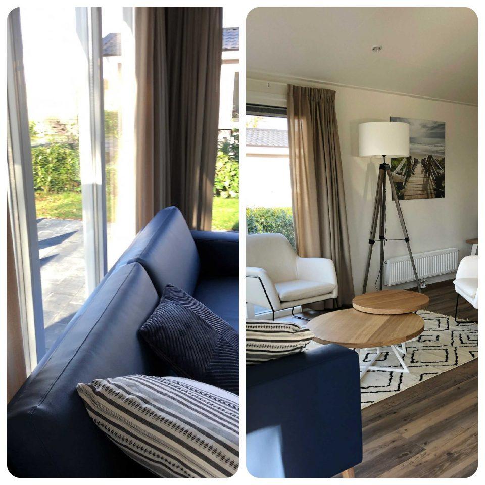 Blick ins großzügige Wohnzimmer mit zwei Sesseln und einer Couch